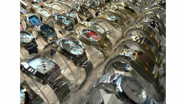 Thieves steal $300K in watches in smash-and-grab at Minn. jewelry store