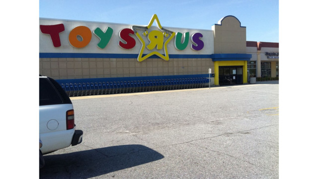 Two sought in arson at Toys R Us in Maryland