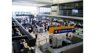 False-gunman warning panics LAX passengers