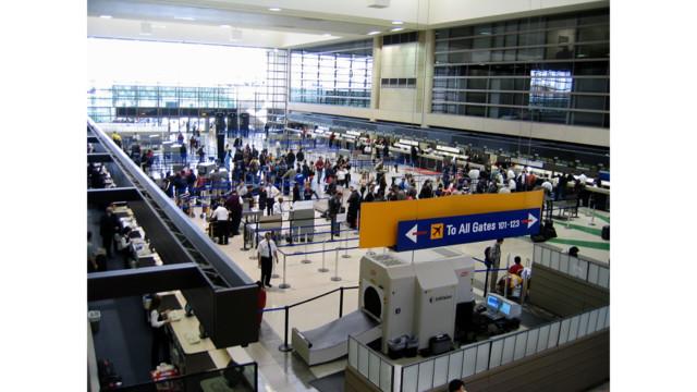 False-gunman warning panics LAX passengers