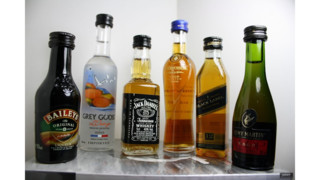 Police: NYC airplane cleaner pocketed 1,429 liquor bottles