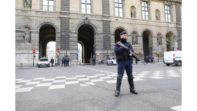 Soldier shoots machete-wielding attacker near Louvre in Paris