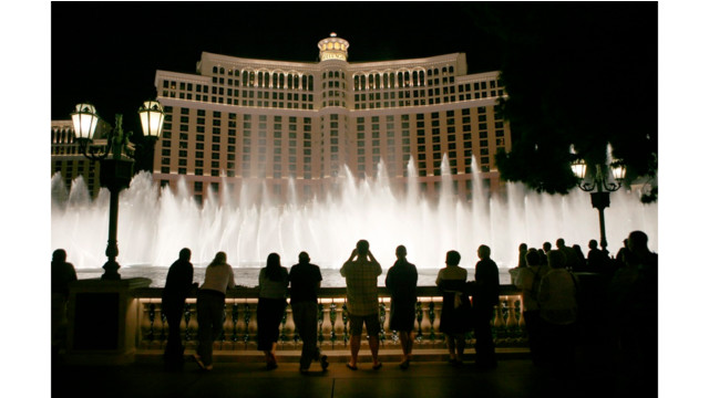 Bandit in 'bad wig' robs Bellagio casino in Las Vegas