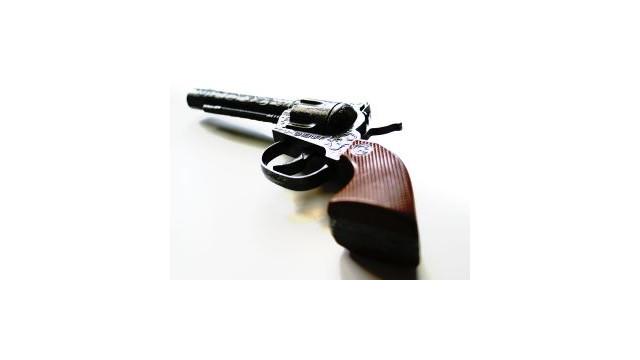 revolver_10490609.jpg