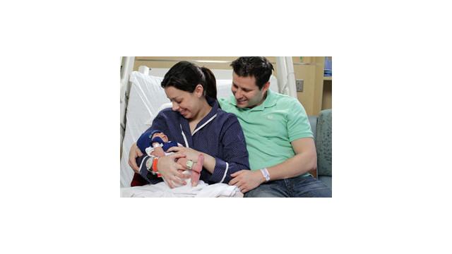 Boby-Mom-Dad-Hugs-1.jpg_10523298.jpg