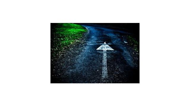 arrow-on-road.jpg_10488638.jpg