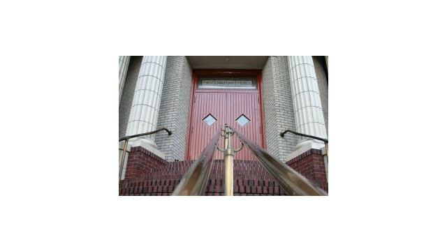 churchdoors.jpg_10489162.jpg