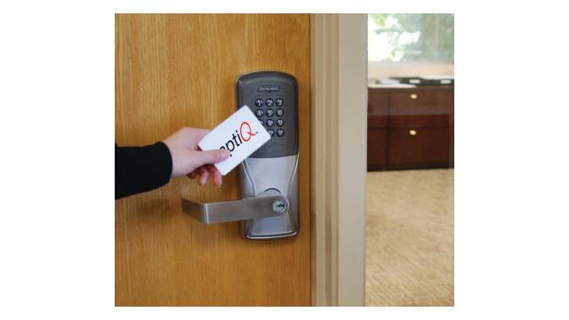 ad-lock-aptiq-credential-photo_10963021.psd