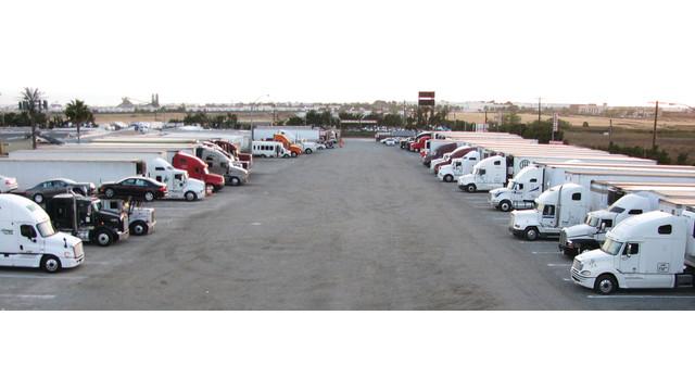 truck-parking_11173615.psd